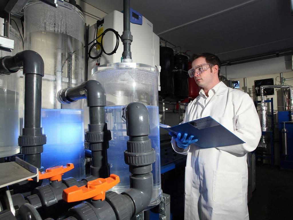 British pioneering scientists turn fresh air into petrol 1