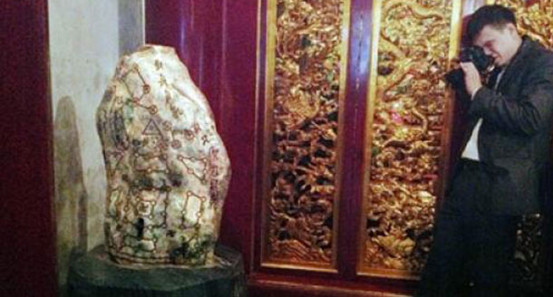 The strange rock at the Thuong Temple 1