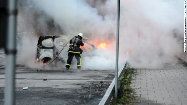 'They don't want to integrate': Fifth night of youth rioting rocks Stockholm 7