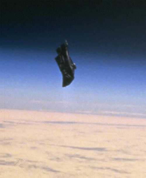 The Black Knight, an object of unknown origin circling Earth 98
