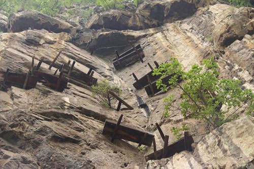 The mysterious ancient Chinese hanging coffins 3