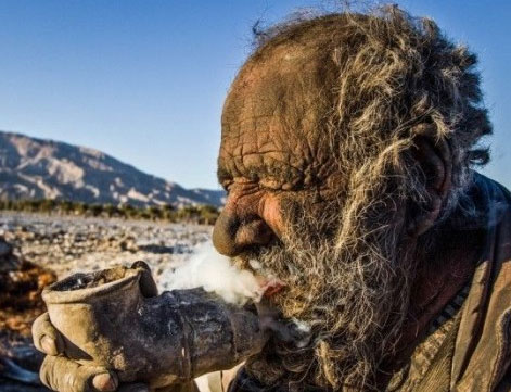 The World's Filthiest Man Smokes Feces, Hasn't Bathed in 60 Years 1