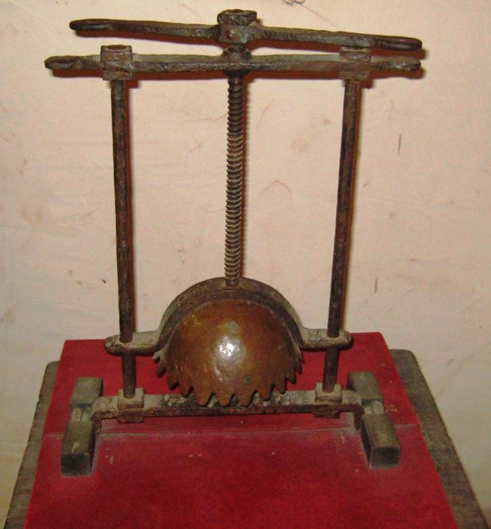 Head Crusher Torture Devices