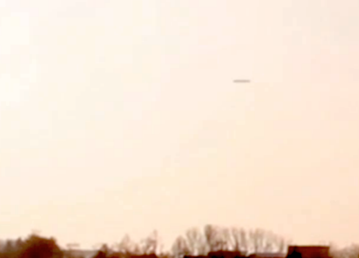Large cigar-shaped UFO spotted over Korosten,Ukraine 3