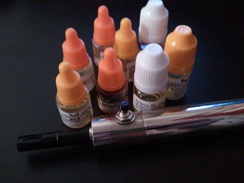 800px-510N_e-cigarette_and_e-liquids