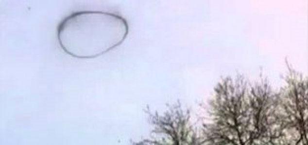 Mysterious black ring filmed over UK 1