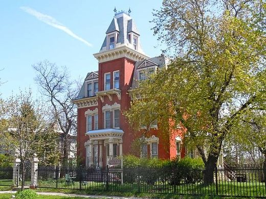 Illinois 'haunted' house on sale cheap! 5