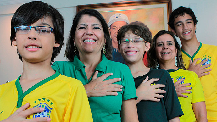Brazil's Twelve-Fingered Family Counts World Cup Wins  39