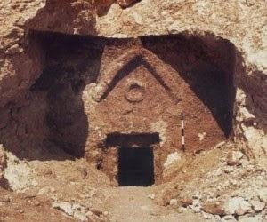 The_Talpiot_Tomb_triangle_circle-300x250
