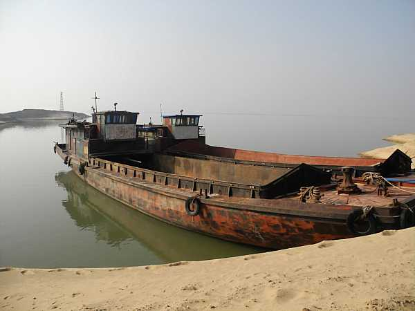 Ship anchored at Laoye Temple. (Vagabond Journey Travel)