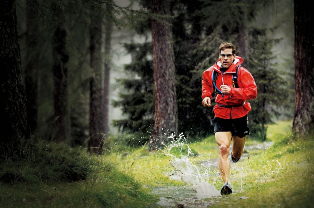 01 dean-karnazes-running_in_the_rain_l