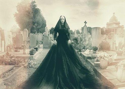 2-scary-graveyard