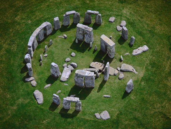 stonehenge-hedge