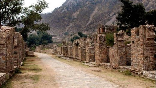 The ghost city of Bhangarh and the curse of the Holy Man 13
