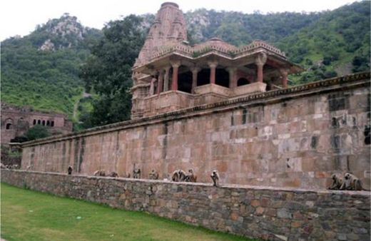 The ghost city of Bhangarh and the curse of the Holy Man 12