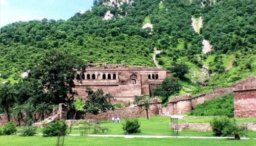 The ghost city of Bhangarh and the curse of the Holy Man 10