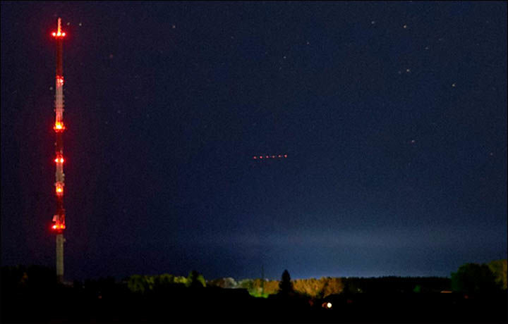 Mysterious red lights spotted over Russia 7