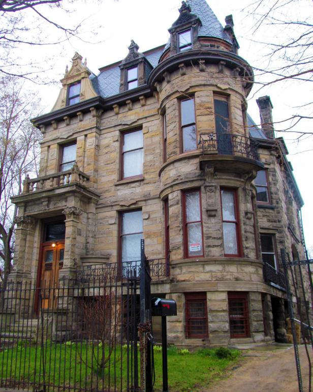 Gorgeous Haunted Houses and their Haunted Histories 1