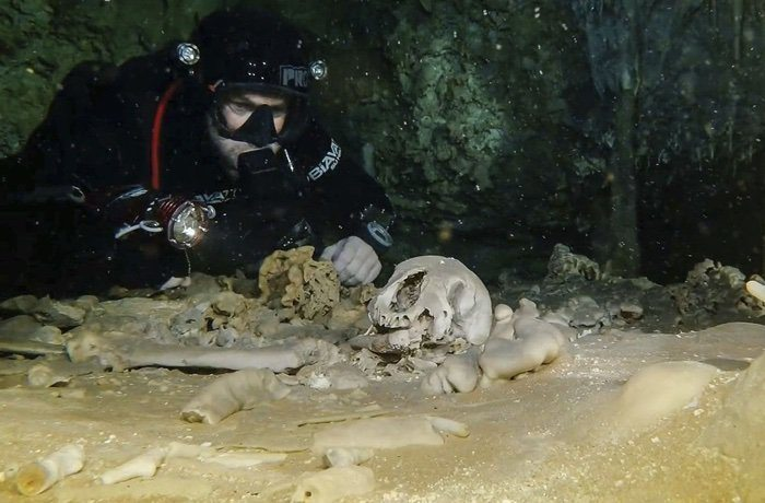 World's Largest Underwater Cave Is Already Yielding Sacred Maya Relics 86