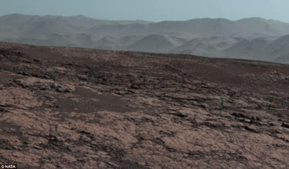 Curiosity Rover Films Stunning Panorama Of The Martian landscape 7