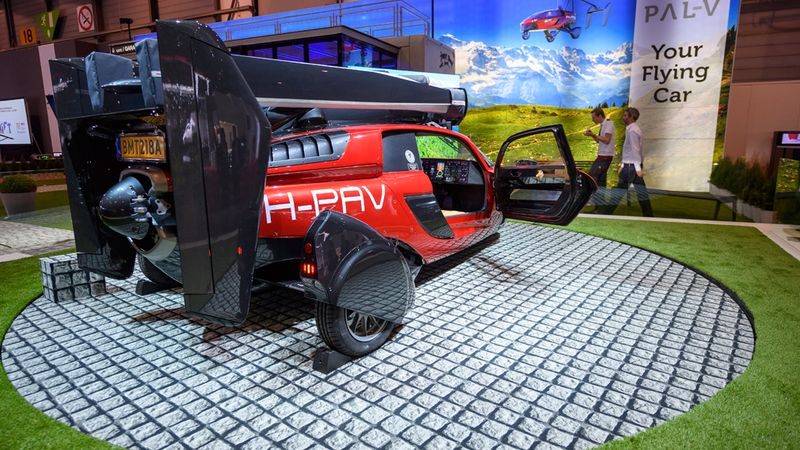 Dutch company unveils flying vehicle at car show 94