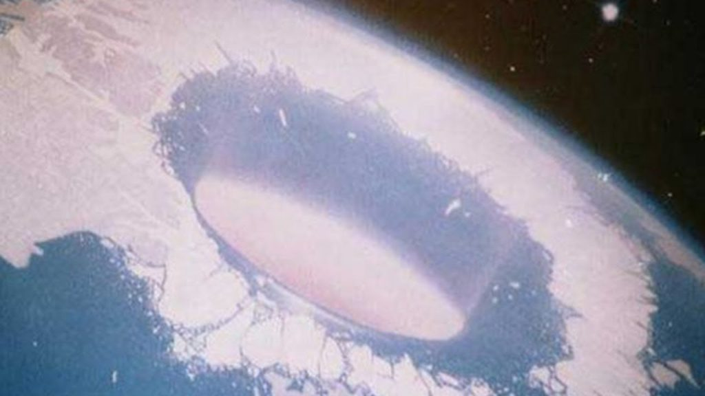 Hollow Earth UFO - What you are about to see will blow your mind 1