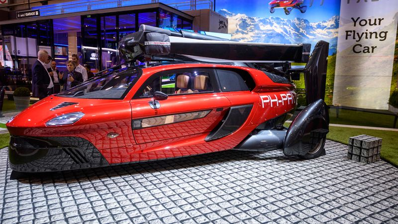 Dutch company unveils flying vehicle at car show 95
