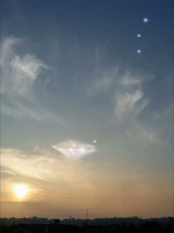 Pleiadian Ufo Photographed Over Italy Goes Viral 89