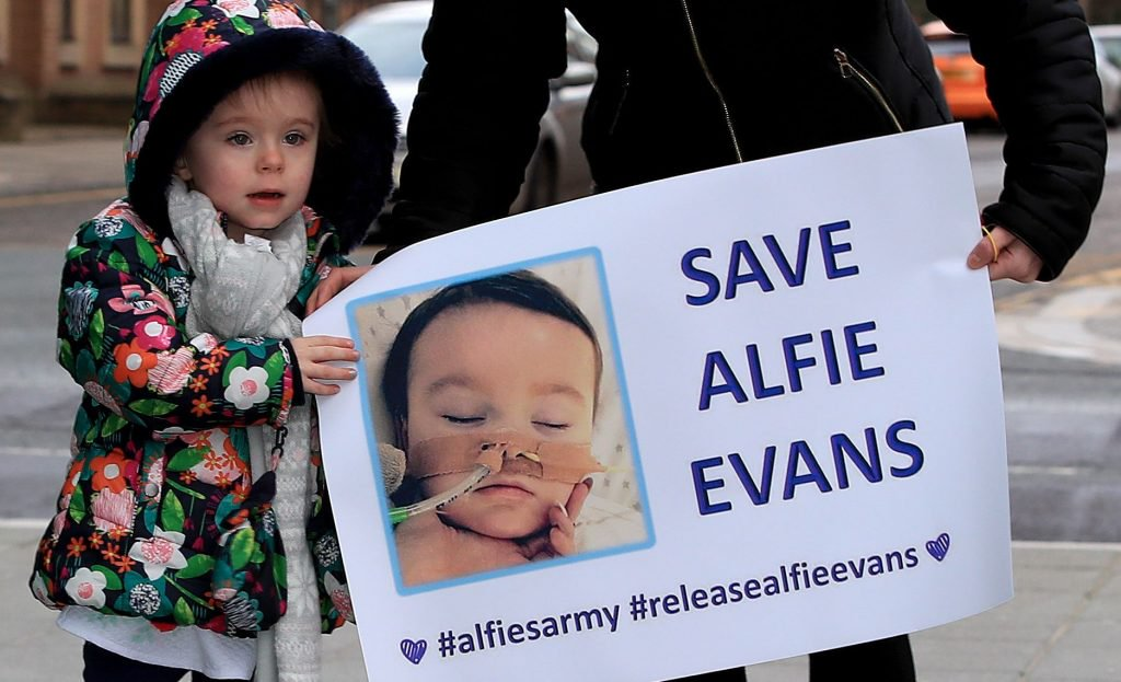 Hospital With Shady Past Forcibly Removes Alfie Evans From Ventilator – But He's Still Breathing… 9
