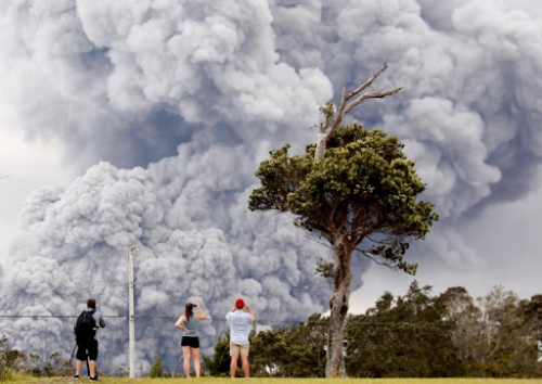 'Explosive Eruption' at Hawaii's Kilauea Volcano Sending Plume Of Ash 30,000 Feet Into Sky 17