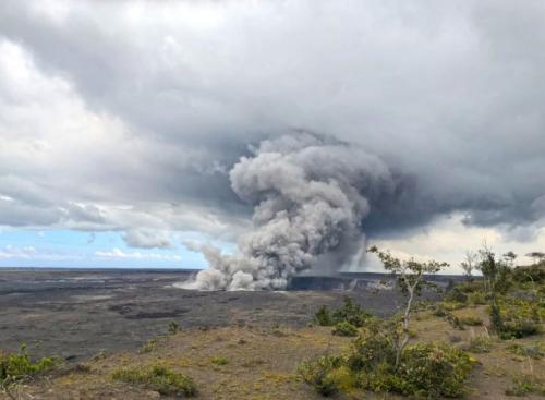 'Explosive Eruption' at Hawaii's Kilauea Volcano Sending Plume Of Ash 30,000 Feet Into Sky 20