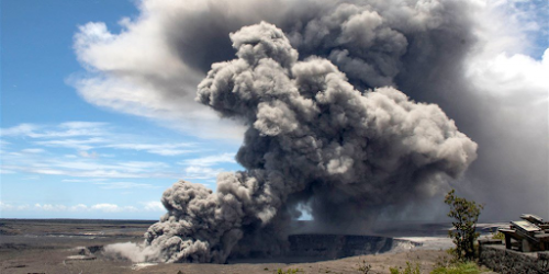 'Explosive Eruption' at Hawaii's Kilauea Volcano Sending Plume Of Ash 30,000 Feet Into Sky 21
