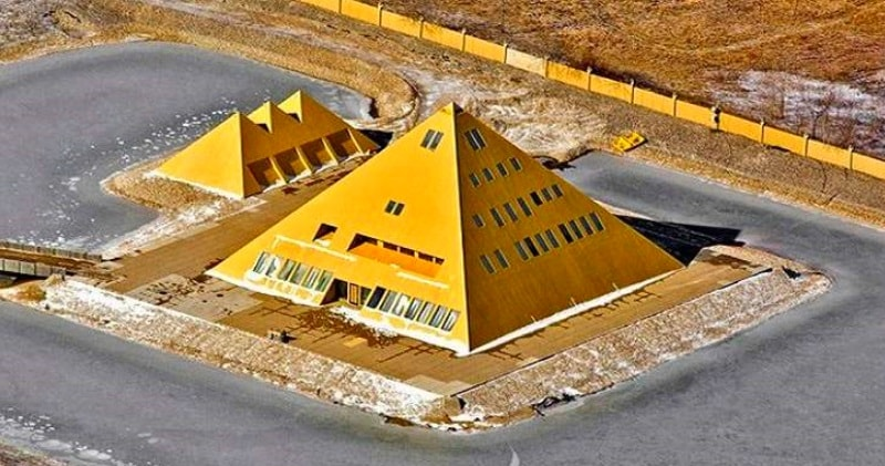 A Man Built A Gold Pyramid Home, A Replica Of The Great Pyramid & Found Mysterious Energy 25