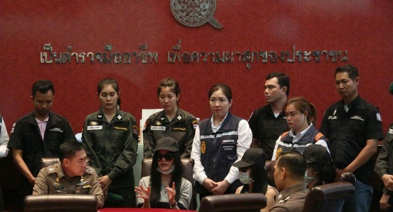 Woman Who Brutally Sawed A Person In Half Became Thailand's Sweetheart Overnight 125