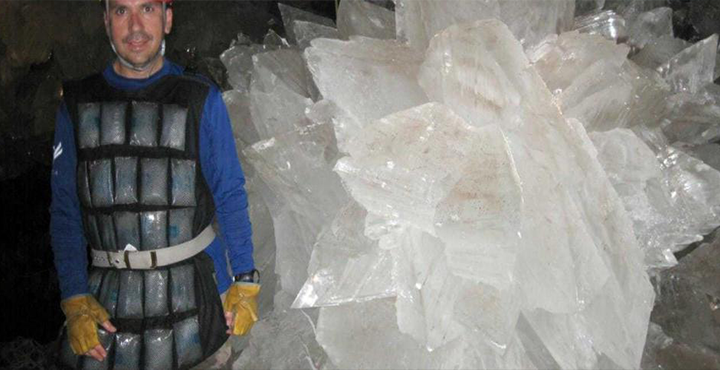Nasa revives 'weird life forms' trapped in giant underworld crystals 93