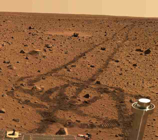 Shocking Footprint Found On Mars Shows Astronauts Visited This Planet 6