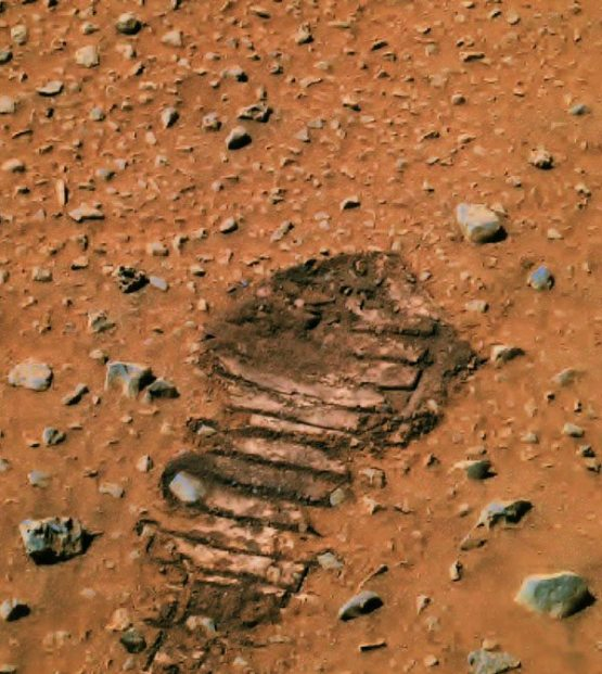 Shocking Footprint Found On Mars Shows Astronauts Visited This Planet 7