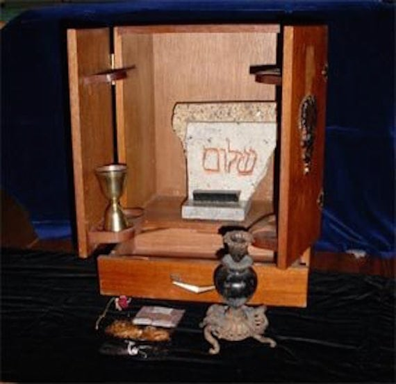 YouTubers Are Opening Haunted Dybbuk Boxes from the Dark Web 6