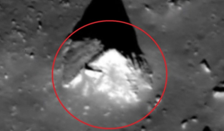 """Google Moon reveals a strange """"Pyramid"""" on the lunar surface 4"""