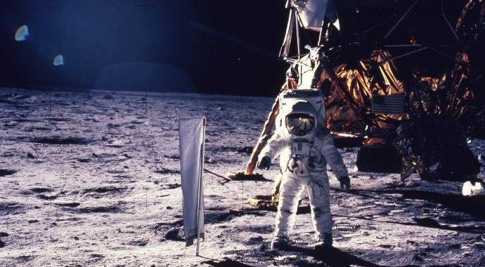 Buzz Aldrin: On the Moon we were ordered by aliens to move away 5