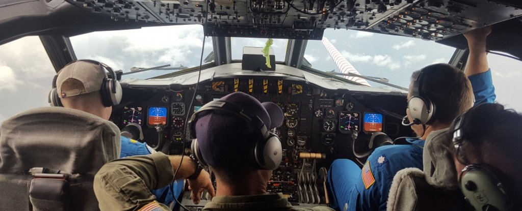 Here's What It's Like to Fly Into Hurricanes to Get Forecast Data For Science 1