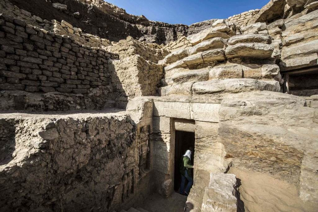 Stunning Photos Show 'One of a Kind' 4,400-Year-Old Tomb Just Discovered in Egypt 36