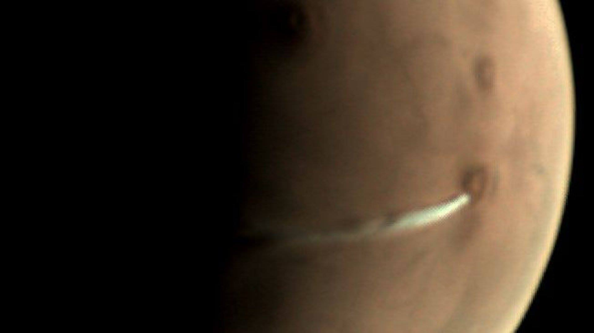 What's That Weird Cloud That's Been Looming Over Mars for Weeks? 90