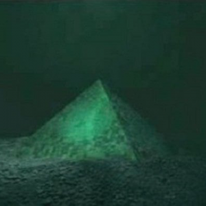 Two Giant Underwater Crystal Pyramids Discovered in the Center of the Bermuda Triangle 94