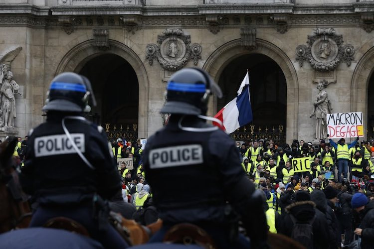 French Media Caught Doctoring Images of Yellow Vest Protestors for Televised News 6