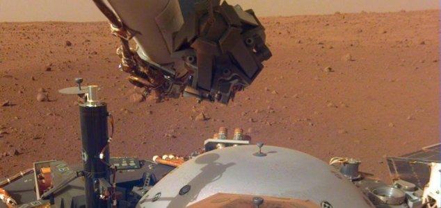 NASA's InSight lander records the Martian wind 13