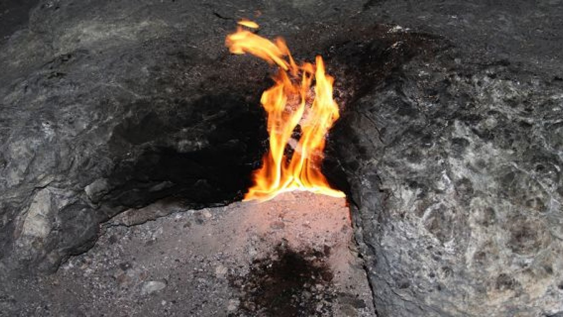 Mysterious hole shoots out flames for nearly an hour in Arkansas: Satan 'ruled out' 21