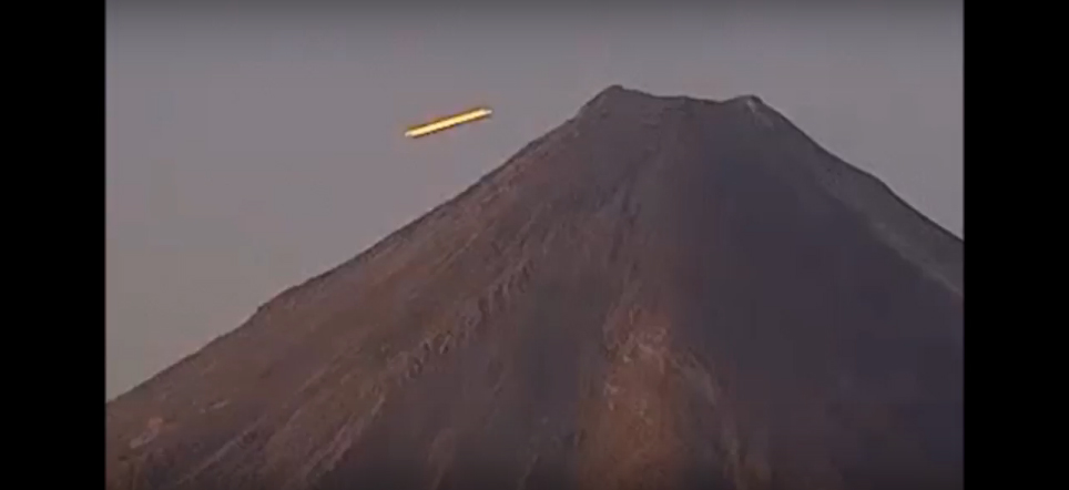 Mainstream Records Bizarre UFO Traveling Like it is Alive over Volcano 1