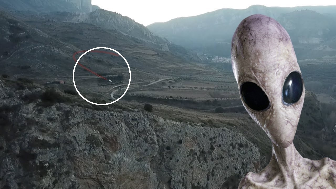 They visit an extraterrestrial base in Spain and record two UFOs (Video) 86