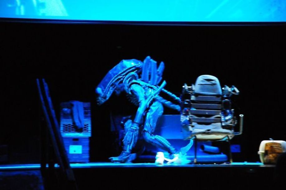 This Amazing School Play Of 'Alien' Had No Budget And Used Trash To Make Costumes 20